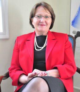 Pogovor z veleposlanico Marijo Adanje